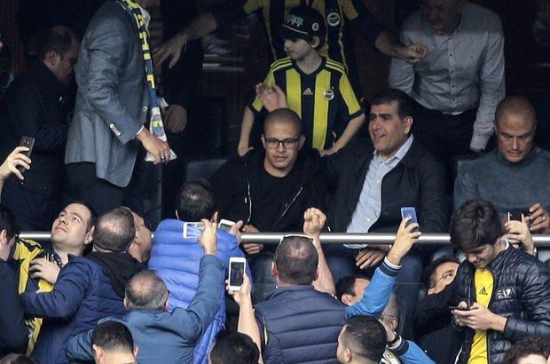 Fenerbahçe-Galatasaray derbisinde Alex'e sevgi seli!