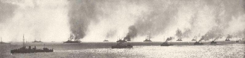 31 zırhlı, 3 muharebe kruvazörü, 24 kruvazör, 25 muhrip, 8 monitör, 14 denizaltı ve 50'nin üzerinde taşıma gemisinden oluşan itilaf devletleri filosu Çanakkale Boğazı'nın ağzında...