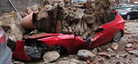 SON DAKİKA! Beşiktaş'ta istinat duvarı çöktü! Bina boşaltıldı