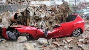 Beşiktaş'ta istinat duvarı çöktü! Bina boşaltıldı