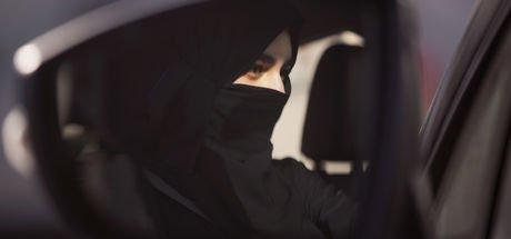 Suudi Arabistan'dan kadınların kıyafetiyle ilgili tarihi karar!
