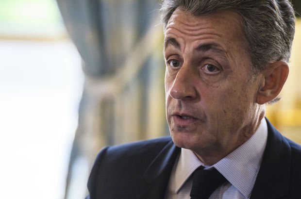 Eski Fransa Cumhurbaşkanı Nicolas Sarkozy resmen gözaltında!