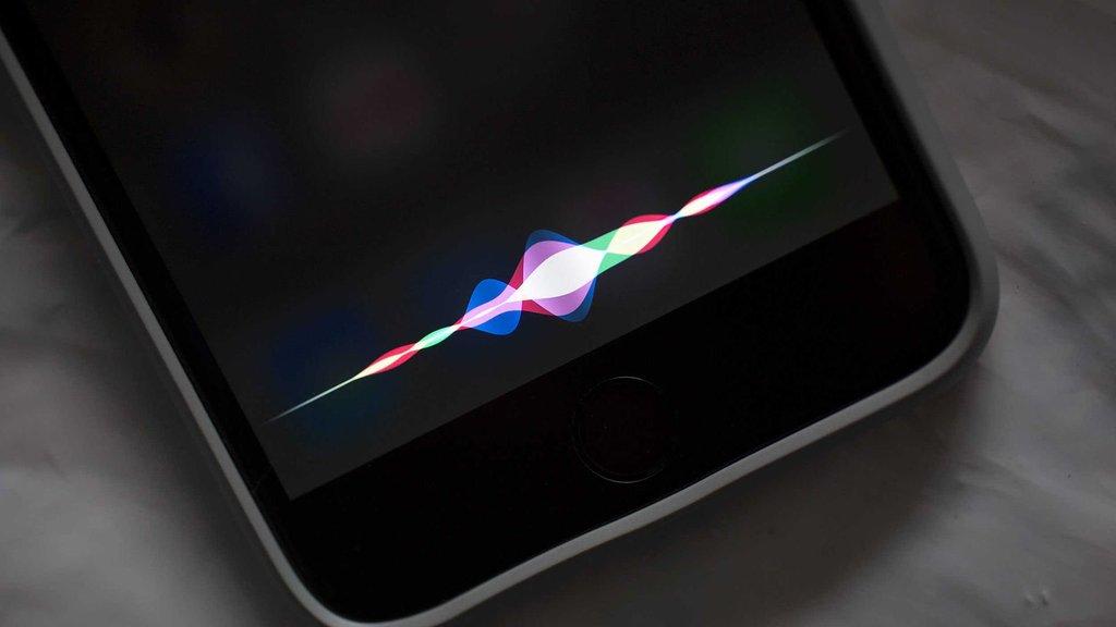Siri'ye güvenmeyin! Gizlice mesajlarınızı okuyor olabilir!