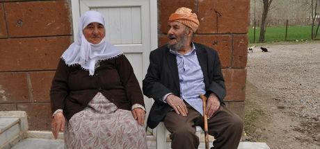 71 yıllık evlilikleri gençlere örnek oluyor