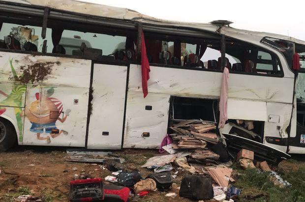 Yolcu otobüsü devrildi: 4 ölü, çok sayıda yaralı