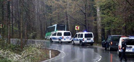 Sarıyer'de yolcu minibüsü ağaca çarptı