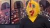 Herkese 'bedava bira vadeden' parti sözcüsü devlet televizyonuna tavuk kostümüyle çıktı