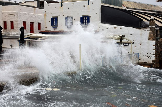 İzmir'de fırtına! Deniz seferleri iptal edildi