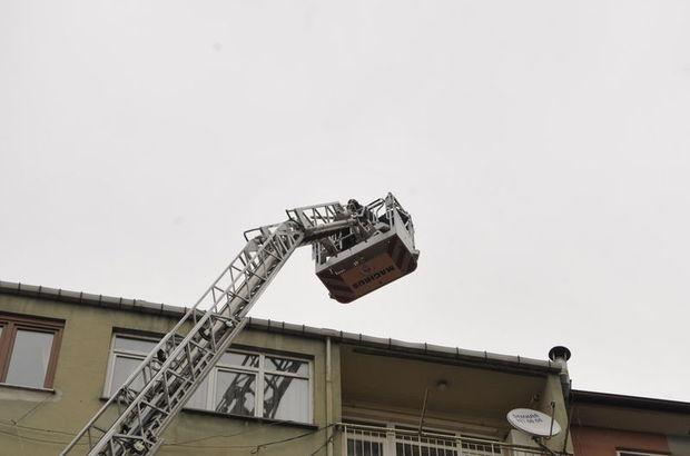 Kocaeli'de çatıya çıkan şahıs, çay içme teklifiyle ikna edildi
