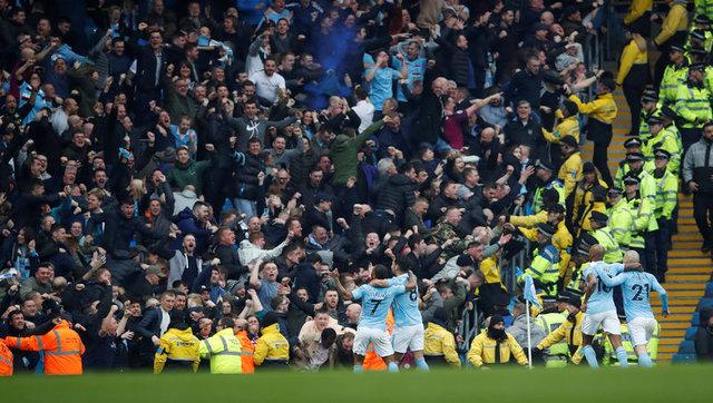 Manchester City teknik direktörü Pep Guardiola 32 dakika kanunu ile tarih yazdı
