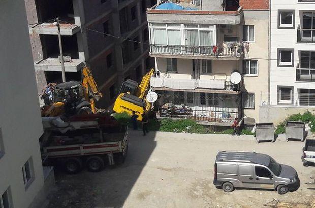 Kuşadası'nda kontrolden çıkan iş makinesi, evin duvarını deldi