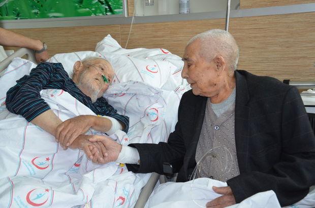 Tesadüfün bu kadarı! Asker arkadaşları 72 yıl sonra hastane odasında buluştu