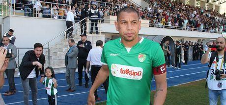 Brezilyalı Kahe futbolu bıraktı