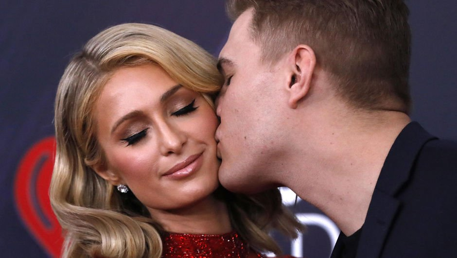 Paris Hilton - Chris Zylka