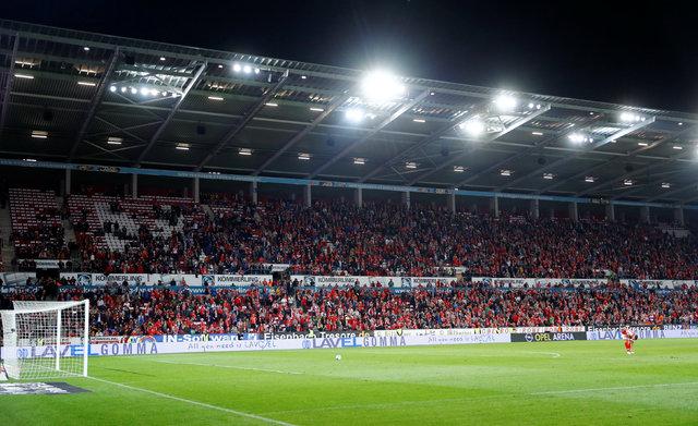 Mainz 05 - Freiburg maçında şok olay! VAR, oyuncuları geri getirtti!