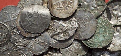 Değersiz sanılan alüminyum para kralın hazinesi çıktı!
