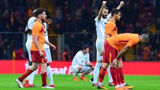 Galatasaray evinde yıkıldı! Akhisarspor finalde