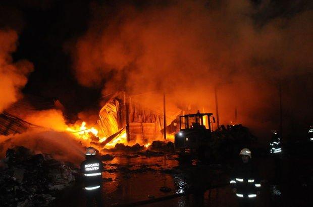 Kocaeli'de bir atık tesisinde yangın çıktı!