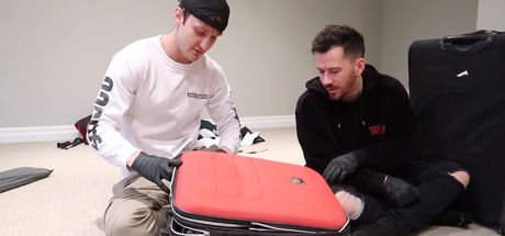 Bin dolarlık 10 kayıp bavuldan bakın neler çıktı!
