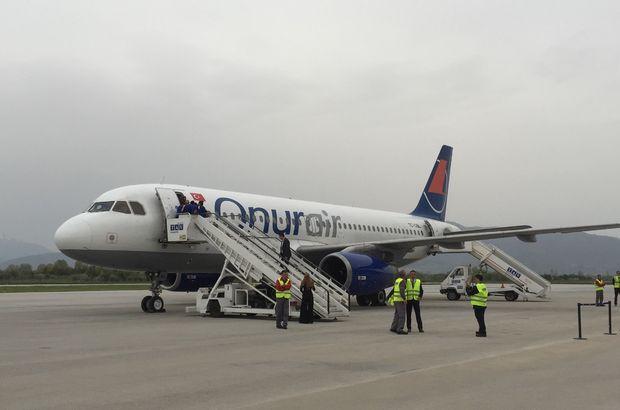 Onur Air uçağı, rahatsızlanan yolcu için zorunlu iniş yaptı