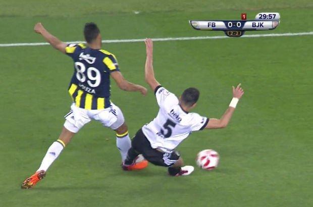 Pepe, Fenerbahçe derbisinde kırmızı kart gördü!