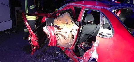 Denizli'de servis otobüsü otomobile çarptı! 3 kişi öldü, 9 kişi yaralandı