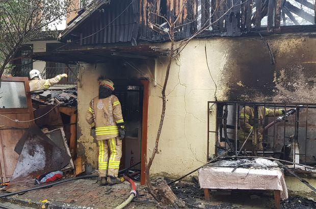 Sefaköy'de yaşlı bir çiftin yaşadığı gecekonduda çıkan yangında 1 kişi hayatını kaybetti