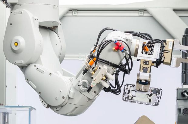 Apple'ın yeni robotu yüz binlerce iPhone'u parçalayacak!