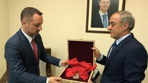 Suriye 'Légion d'Honneur' şeref nişanını Fransa'ya iade etti