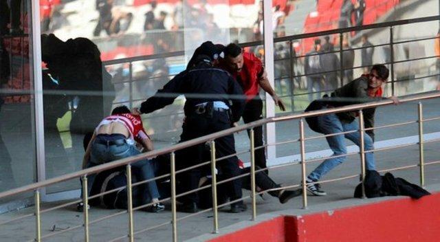 Samsunspor - Denizlispor maçından sonra olaylar çıktı! (Olaydan görüntüler)