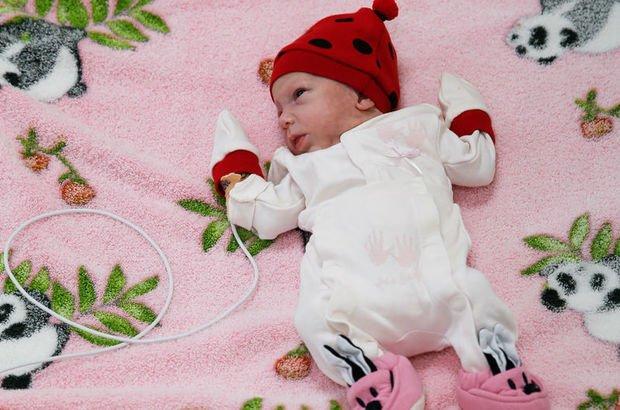 700 gram doğan Güneş bebek hayata tutundu