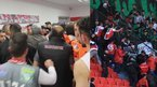 Futbolcular hakem odasını bastı!