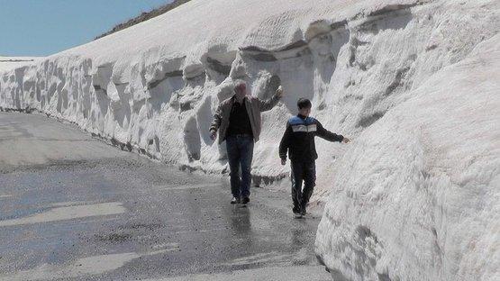 O ilde kış bitmiyor! Kar kalınlığı 2 metreye ulaştı