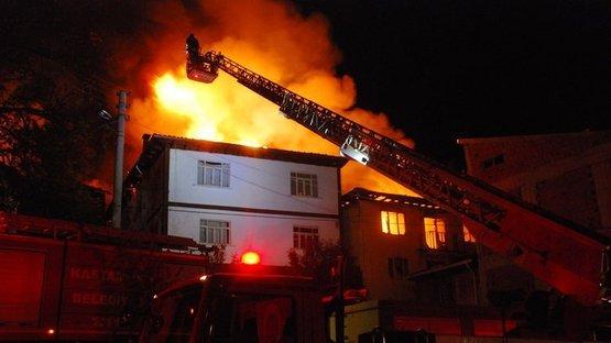 Kastamonu'da yangın dehşeti! Alev alev yanan evler kullanılamaz hale geldi