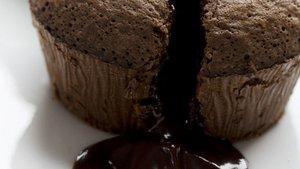 Sufle tarifi: Güveçte sufle nasıl yapılır? İçinden çikolata akan sufle tarifi ile görsel şölen yapın