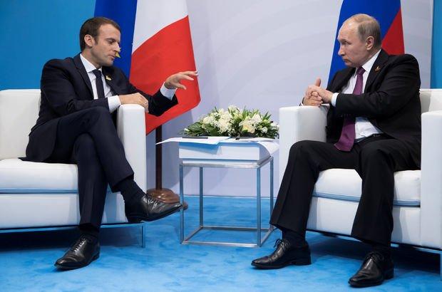 Putin, 'her şeye karıştığını' söyleyen Macron ile görüştü!