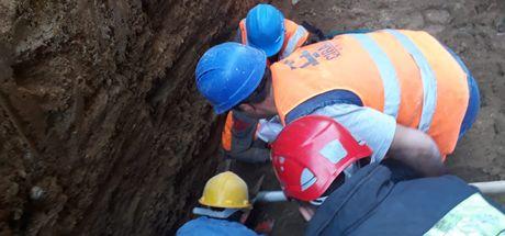 Göçük altında kalan işçi hayatını kaybetti