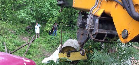 Yol çalışması yapan silindirin altında kalan sürücü hayatını kaybetti