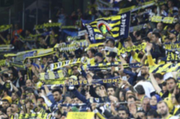Fenerbahçeli taraftarlar, Antalyaspor maçında Şenol Güneş ve Beşiktaş'a tepki gösterdi!