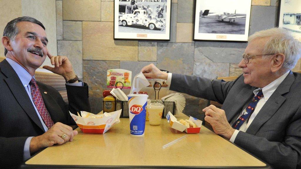 86 milyar doları var ama yemeğe bakın ne kadar ödüyor!