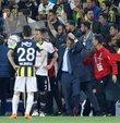 Son dakika haberi... Türkiye Futbol Federasyonu, Ziraat Türkiye Kupası rövanşında 57. dakikada tatil edilen Fenerbahçe - Beşiktaş maçıyla ilgili kararını açıkladı. Ziraat Türkiye Kupası Yarı Final ikinci maçı kaldığı yerden 3 Mayıs 2018 Perşembe günü oynanacak!