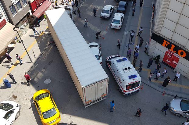 Yol tıkandı, herkes ambulans için seferber oldu!