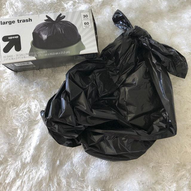 Çöp torbasından elbise yapan YouTuber fenomen oldu!