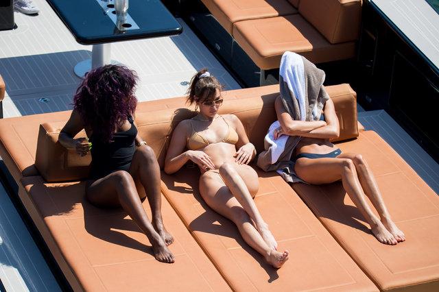 Bella Hadid ile Hailey Baldwin tekne turunda
