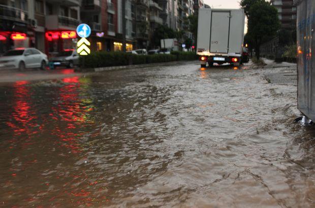 Aniden bastıran yağış, caddeleri dereye çevirdi