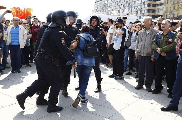 Rusya'da polis muhalif protestolara müdahale etti