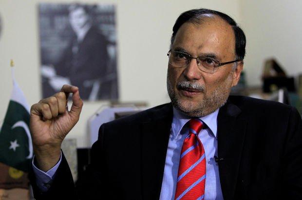 Pakistan İçişleri Bakanı'na silahlı saldırı!