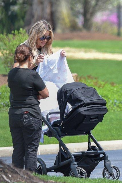 Khloe Kardashian ilk kez bebeğiyle - Magazin haberleri
