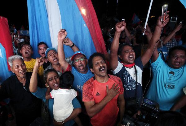 Mahathir 92 yaşında yeniden seçildi