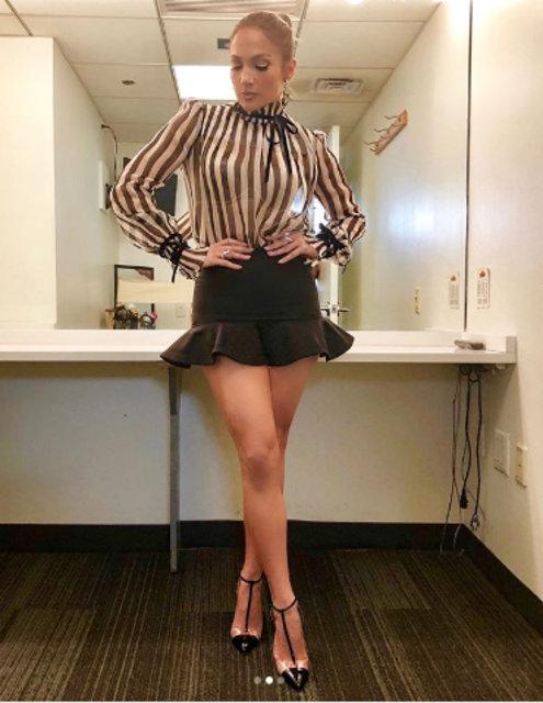 Jennifer Lopez'in mini etekli paylaşımı sosyal medyayı salladı - Magazin haberleri